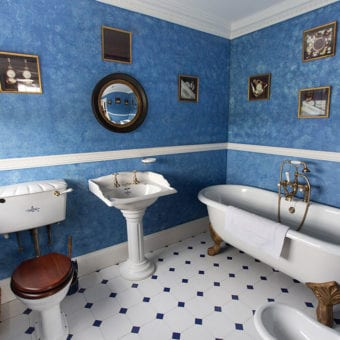 Blue Bedroom en-suite bathroom. Image: Venetia Norrington